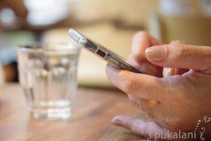 161202_mobile-in-hands_001